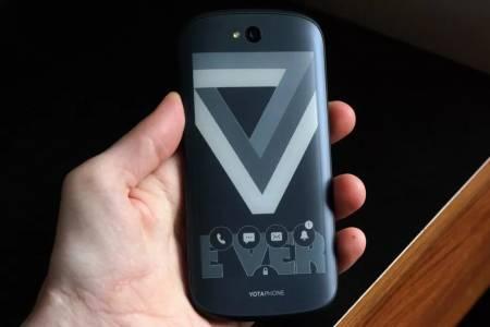 Компанията зад смартфона с два екрана YotaPhone фалира