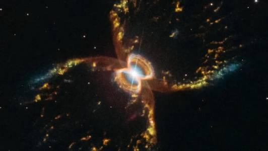 """Телескопът """"Хъбъл"""" духна 29 свещички с неповторима космическа снимка"""