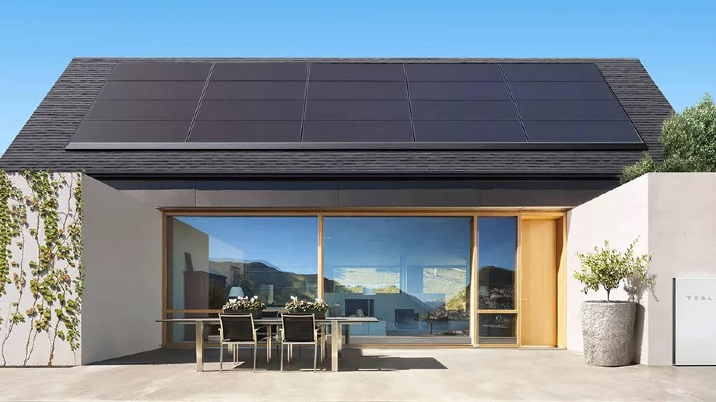 Tesla сваля цените на соларните панели в опит да обърне продажбите
