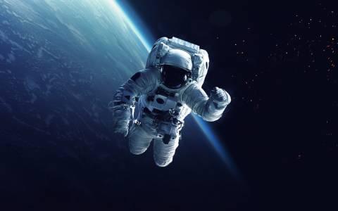Какво се случва с телата ни в Космоса?