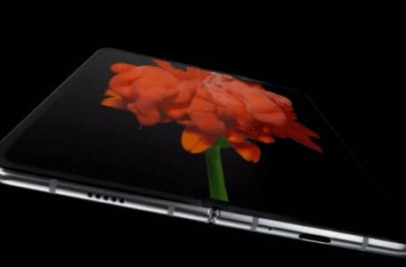Samsung ще изгуби предварителните поръчки на Galaxy Fold, ако телефонът не се появи този месец