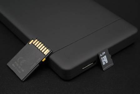 Забраниха на Huawei да използва microSD карти в своите телефони