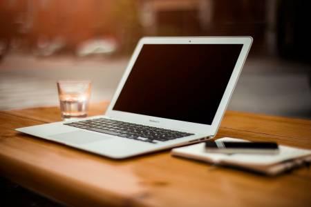 Мнозинството студенти предпочитат Mac, но цената ги отказва