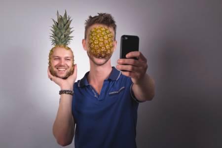 Най-бесните Instagram филтри. Счупи скуката, бъди ананас!
