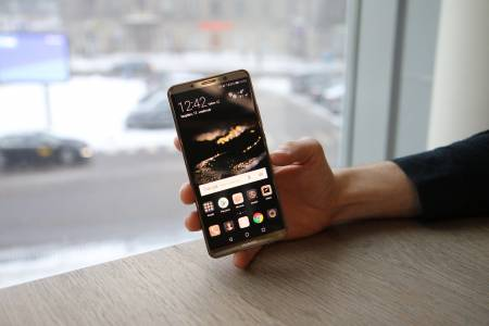 Huawei печели дял на фона на разразяващата се буря