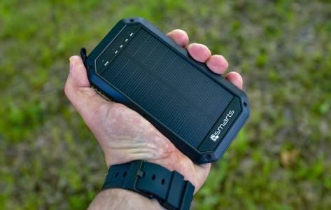Външна батерия за планинари –  корава, мощна и с вграден соларен панел