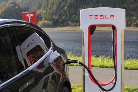 Цензура с марка Tesla: Илон Мъск не търпи критика от свои