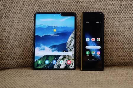 Samsung Galaxy Fold може да сгъва екрана и мускулите си през юли