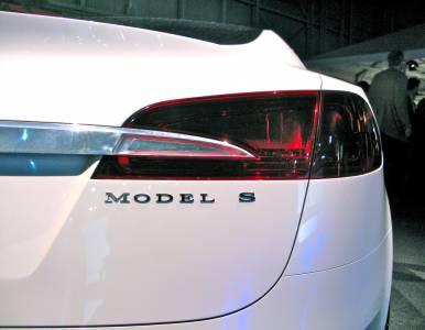 Tesla доставя по 1000 коли дневно в рекордно за нея тримесечие