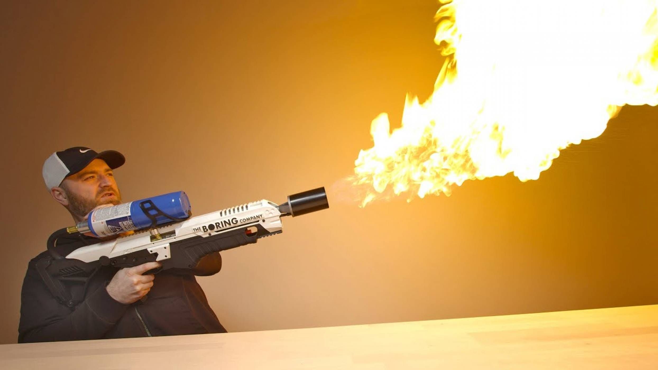 Не си играйте с огъня: забраниха огнехвъргачката на Мъск