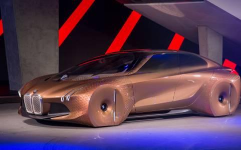 BMW: повече е-коли и по-бързо