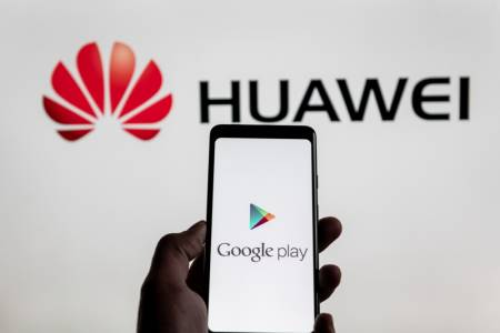 """Huawei: """"Продължаваме напред със или без САЩ, но с Android""""."""