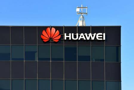 Великобритания казва ДА на Huawei