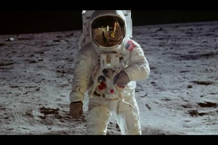 За малко Аполо 11 да ни зарази с лунни микроби