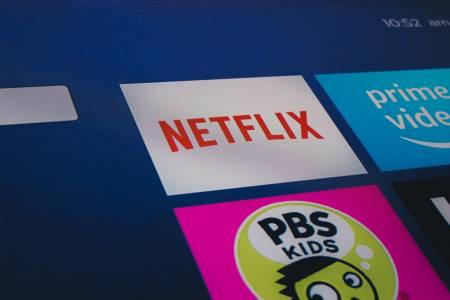 Как да гледате Netflix точно под зорките очи на шефа