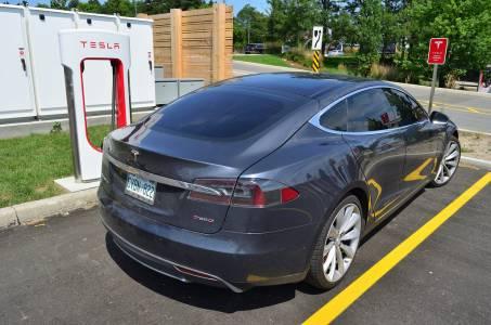Бивш служител на Tesla прехвърлил сорс кода за Autpilot в личния си iCloud