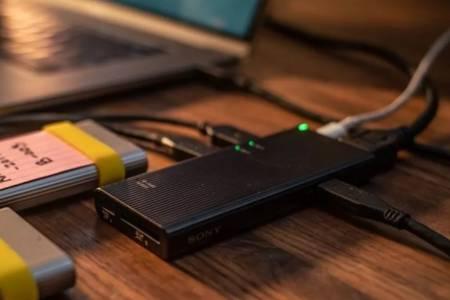 Sony продължава с бомбите. Обяви най-бързия USB хъб в света (СНИМКИ)