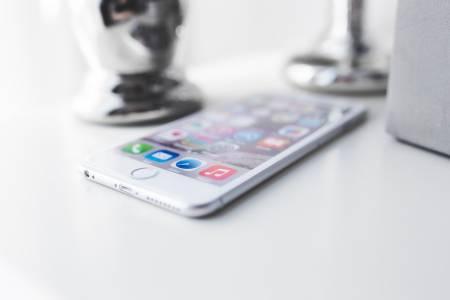 Apple почва да прави скъпи телефони в Индия, за да заобиколи санкциите