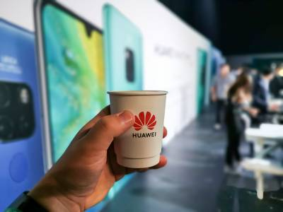 """Huawei лети въпреки """"американските"""" трудности. Бройките продадени телефони са луди"""