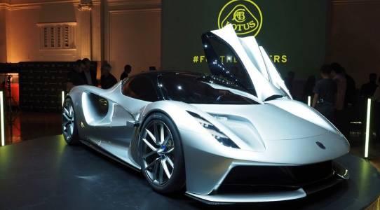 Lotus предлага безумно бърза е-кола, която ще бъде на пазара скоро. На болна цена