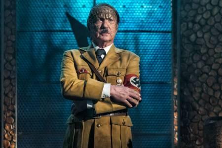 Извънземен Хитлер язди T-Rex! Сега вече съм виждал всичко (ВИДЕО)