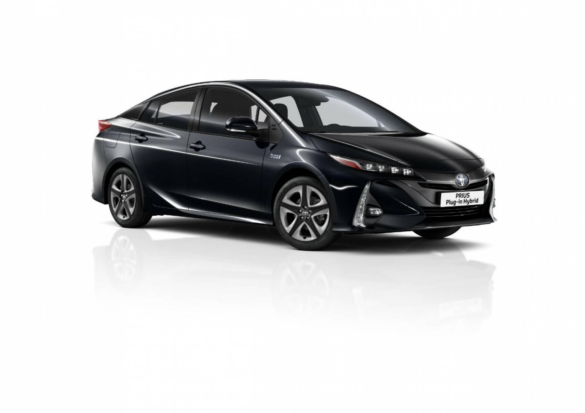 Хибридният Toyota Prius Plug-in е с цял куп иновации