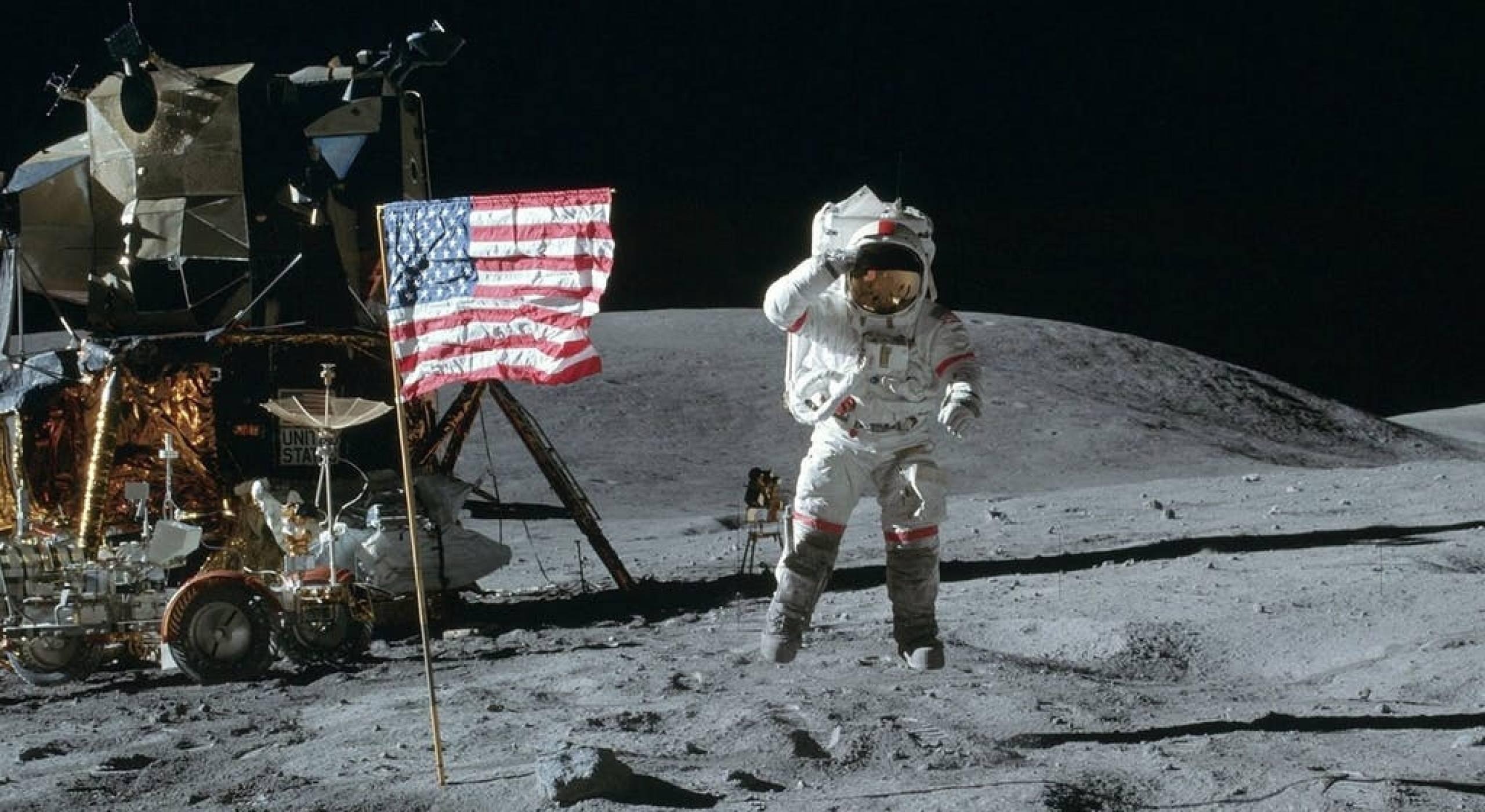 Кадрите от кацането на Луната са невъзможни за фалшификация. Вижте защо