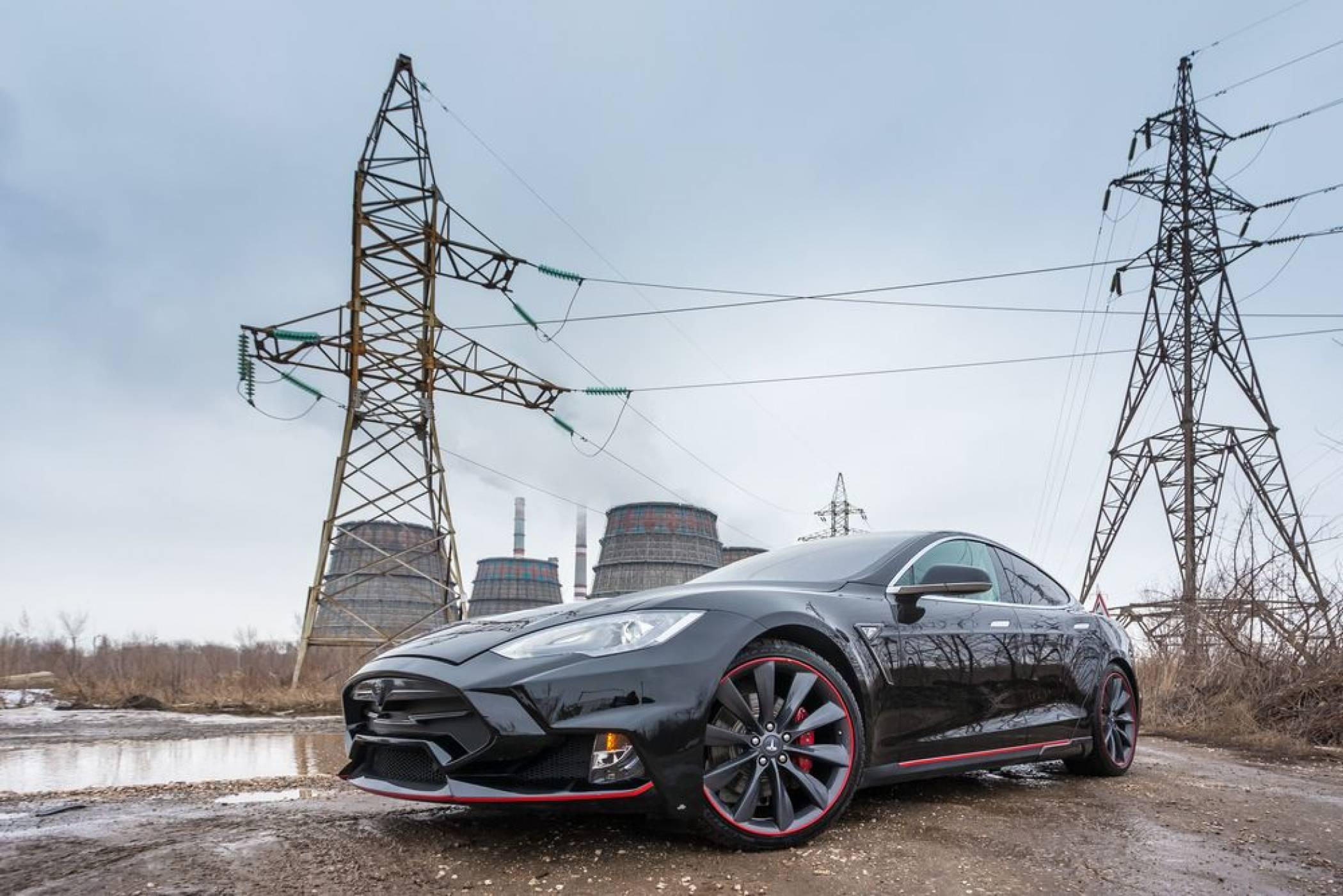 Tesla експлодира посредата на магистрала в Русия (ВИДЕО)