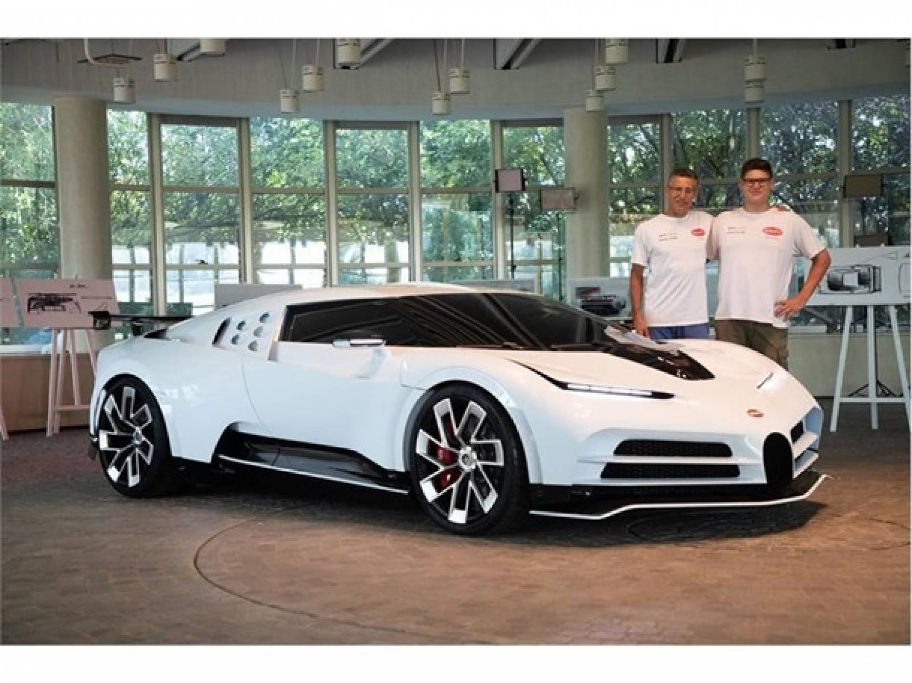 Ето как изглежда новият супер автомобил Bugatti, струващ $8.9 милиона