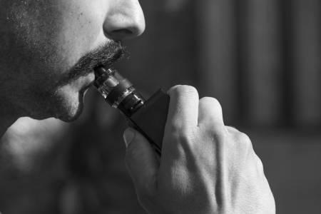 Е-цигари в основата на мистериозна епидемия в САЩ?
