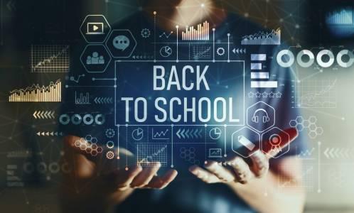 Селекция за ученика (част 1): нов смартфон в джоба, лаптоп в раницата и яхнал електрическа тротинетка