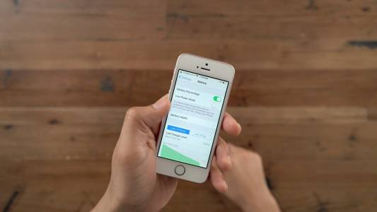 Бюджетният наследник на iPhone SE ни чака следващата пролет?
