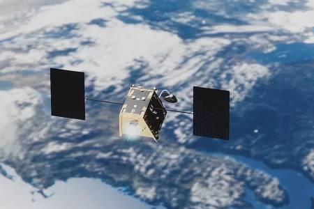 650 космически кораба дават интернет на Северния полюс