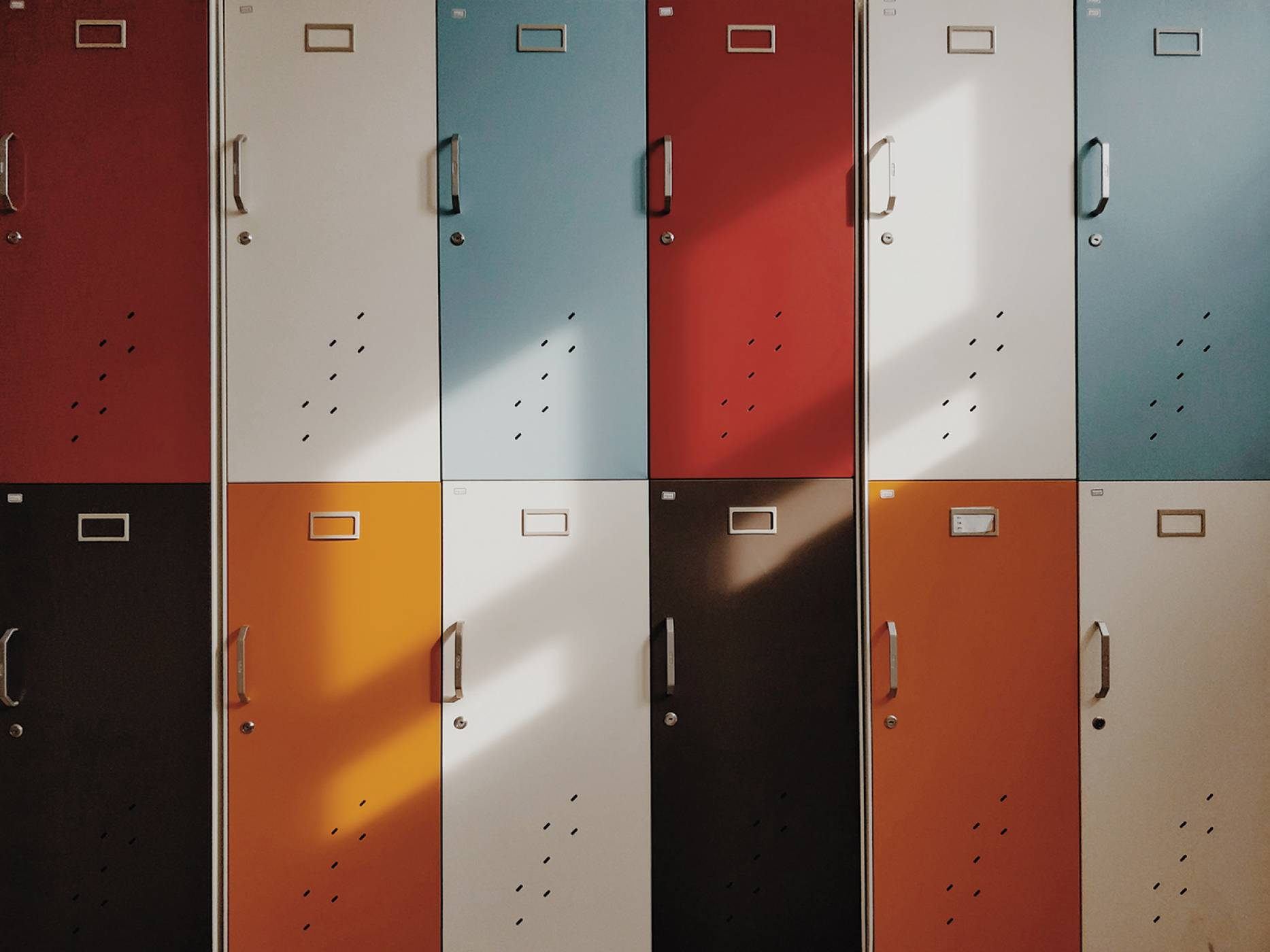 Alcatel 1S – телефонът с номер1 в септемврийския списък за ученика