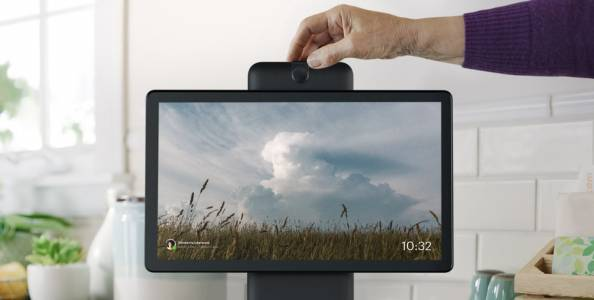 Facebook работи върху мини конзола, която ще конкурира Apple TV