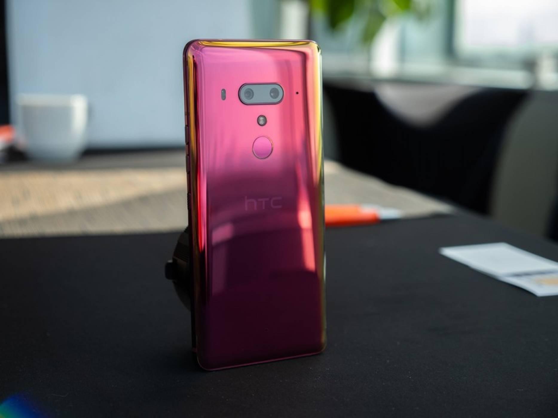HTC дава нов живот на телефоните си с VR и 5G