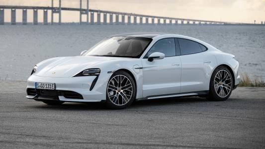 Porsche Taycan се ражда пред очите ви в това видео