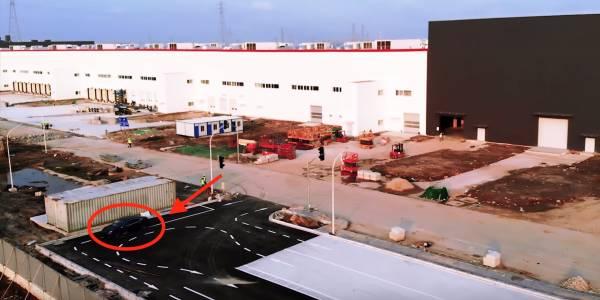 Това е първата Tesla Model 3 Made in China (ВИДЕО)