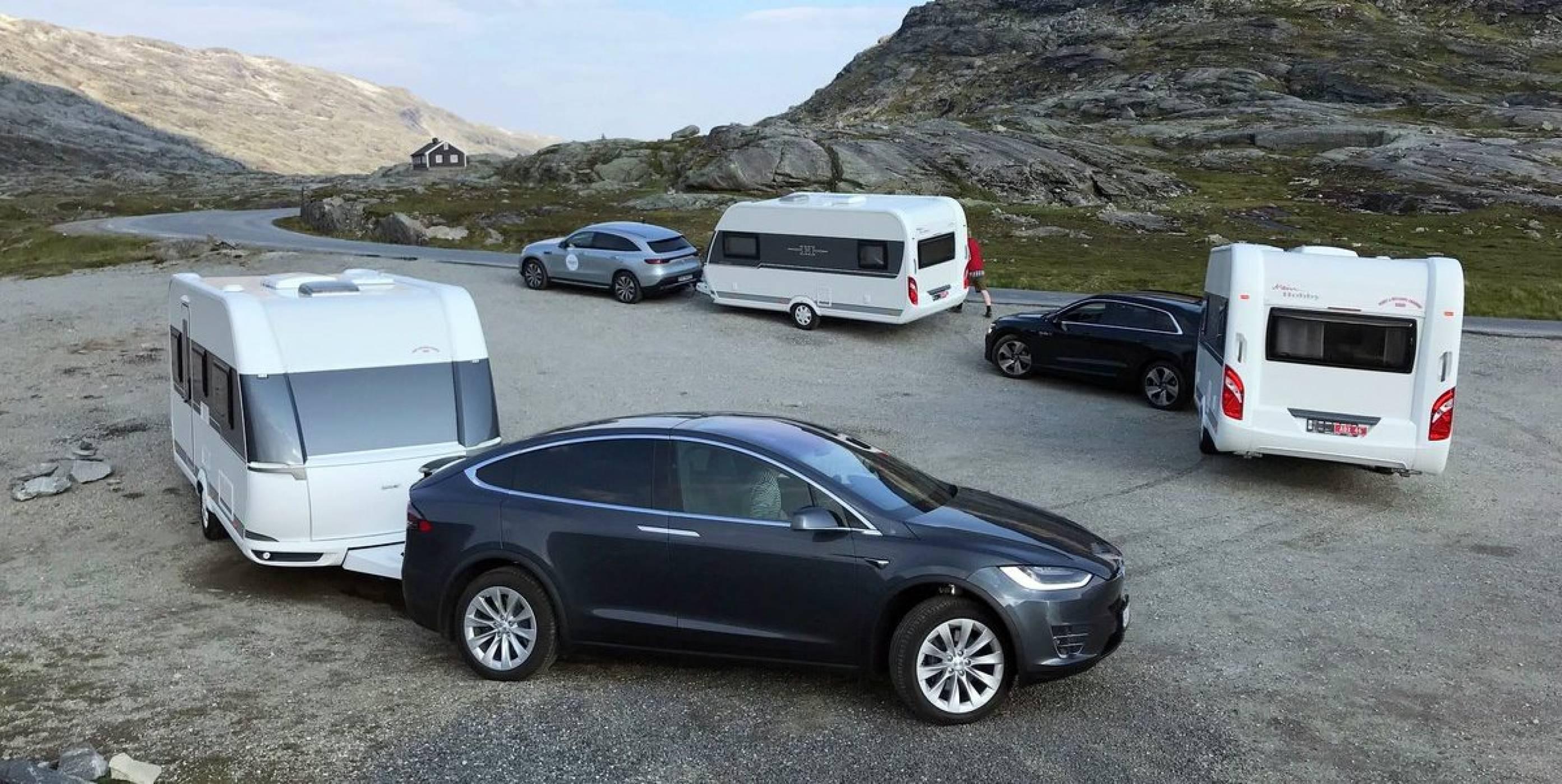 Ако ще теглите каравана, Tesla Model X е вашата кола