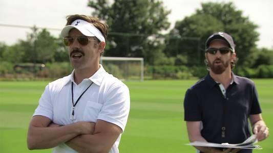 Най-шантавият футболен треньор изгрява в ексклузивен Apple TV+ сериал