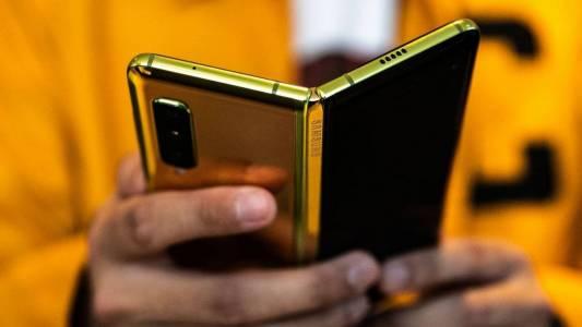 Samsung смята, че искате техния гъвкав смартфон. А вие?