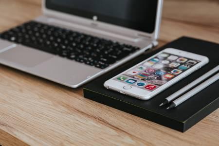 """Новият iPhone удря конкуренцията с """"различен"""" OLED разкош?"""