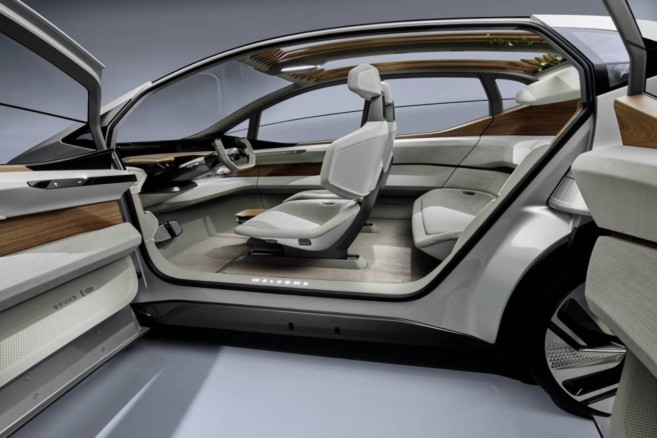 Регулатори задушават самоуправляващите коли на Audi и BMW