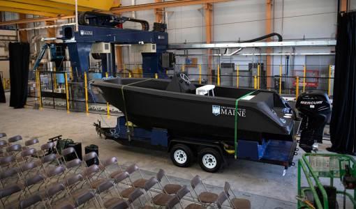 Най-големият 3D принтер създаде най-голямата 3D принтирана лодка (ВИДЕО)
