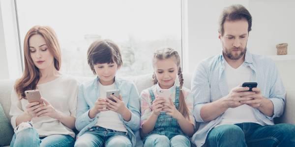 Смартфон пристрастеността все повече поразява деца и юноши