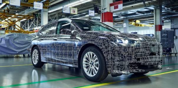 BMW хвърли сериозна ръкавица на Tesla Model Y