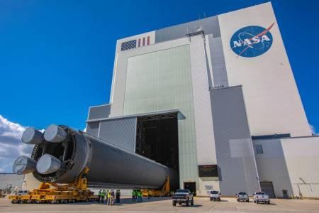 """NASA представи """"най-мощната ракета, създавана някога"""" (ВИДЕО)"""