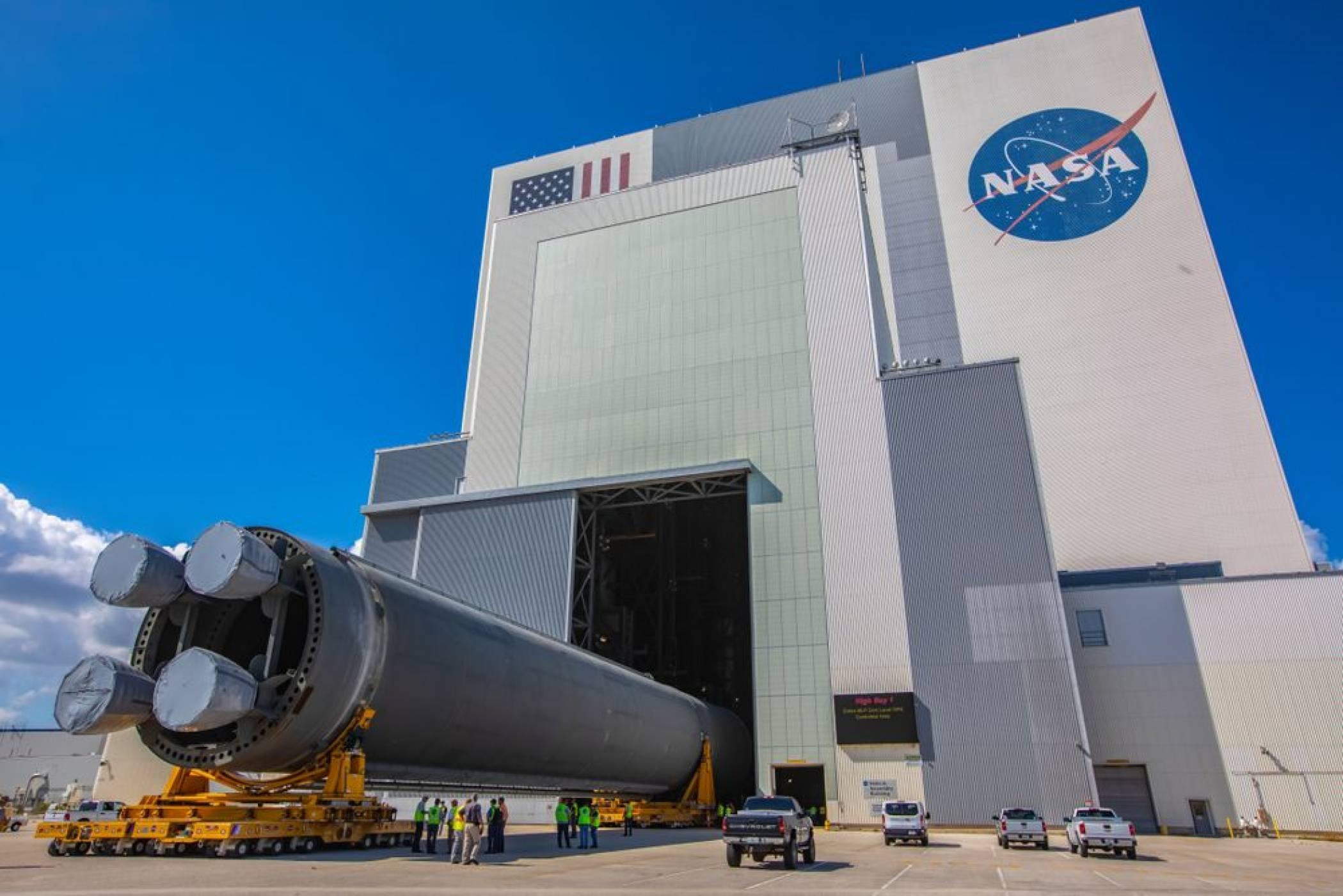 """NASA представи """"най-мощната ракета създавана някога"""" (ВИДЕО)"""
