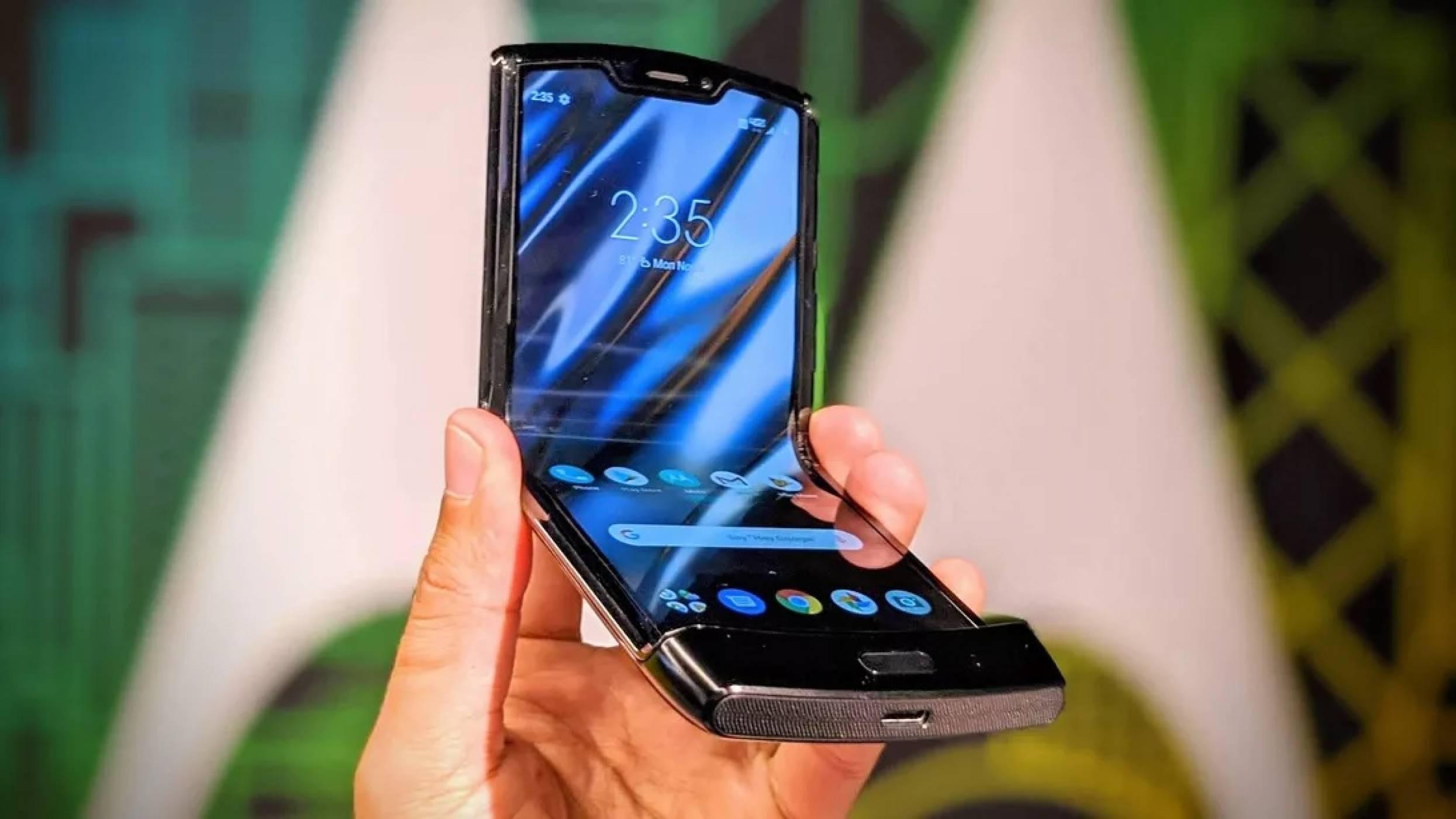 Motorola забавя гъвкавия Razr заради високото търсене
