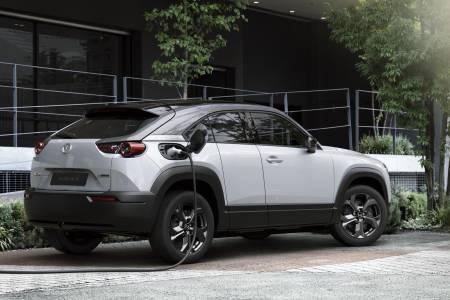 За Mazda е-колите с голям пробег са по-вредни от дизела